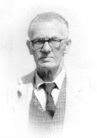Arthur Stanley Allen was born on the 13th September 1898 in Prospect Place Codnor. He left school age 13 and started work at old Loscoe colliery. - Arthur